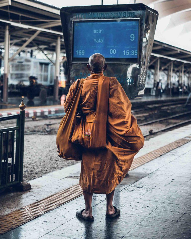 Hua Lamphong - Bangkok - Monk